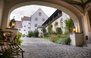 Schloss Kronburg Hof @ Schloss Kronburg