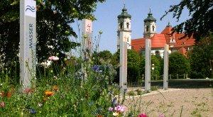Kneipp-Aktiv-Park, Eingang Stelen © Reinhard Braun