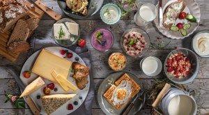 Heumilch und Heumilch Produkte auf dem Frühstückstisch, © Wolfgang Fallier Fotodesign / Lars Seyberlich, Die Spinnerei