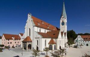 Panoramabild der St. Mang Kirche in Kempten im Allgäu in der Nähe der Allgäuer Alpen, © Tourismusinformation Kempten