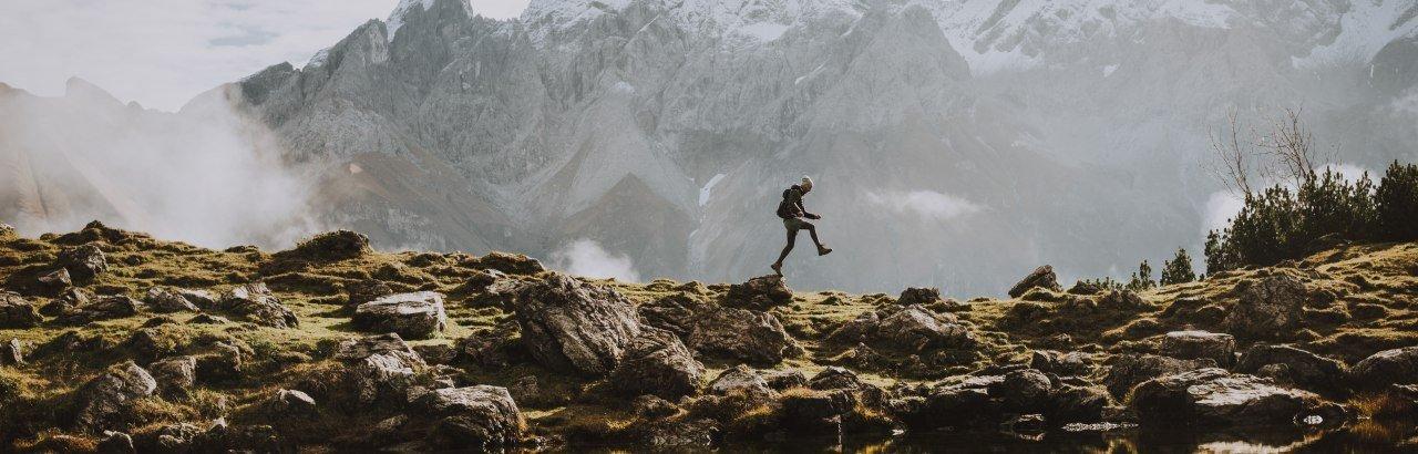 Wanderer an Bergsee © Allgäu GmbH, Christiane Glöggler
